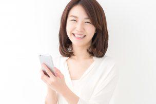 ソフトバンク光のWi-Fiマルチパックを利用する女性