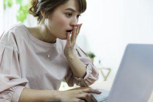 WiMAXでパソコンを使う女性